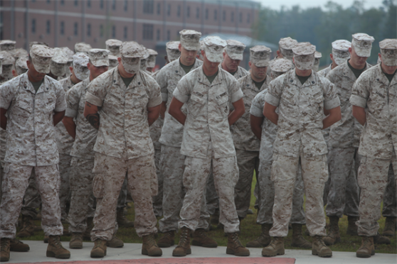marines_praying.jpg