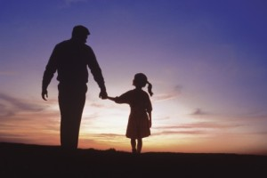 father-and-daughter-silhouette-494x329-300x200