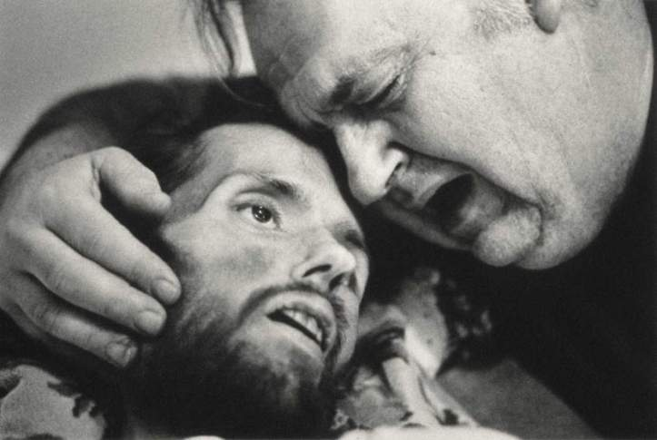 Bill Kirby tries to comfort his dying son, David, 1990.